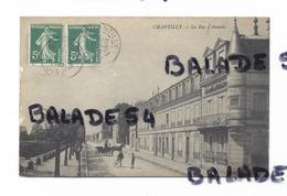 CPA - CHANTILLY (60) La Rue D'Aumale (animée) - Chantilly