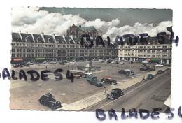 CPA - BEAUVAIS (60) Place Jeanne Hachette (nombreuses Voitures Anciennes) - Beauvais