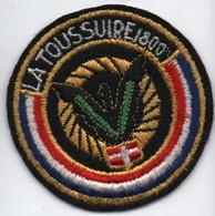 Ecusson Tissu Ancien/Brodé/LA TOUSSUIRE/ Savoie/ Vers 1960-1980    ET284 - Patches