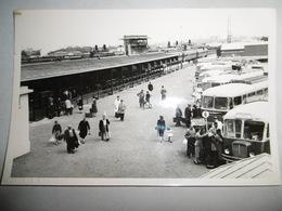 Autobus En Gare De  ?  Panneau Direction Vers Courseulles Bernieres Langrunes Luc Sur Riva Ezen Bella - Obj. 'Souvenir De'