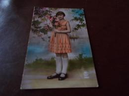 B722  Bambina Con Fiori Viaggiata - Bambini