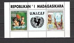 MADAGASCAR BLOCS SPECIAUX N° 1445 + 1446   COLLECTIF  NEUF SANS CHARNIERE  COTE ? €   UNICEF - Madagascar (1960-...)
