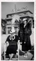 """Juan Les Pins C.1935 Photo ! Femme En Fourrure Devant Le Casino """"Hollywood"""" 06 - Lieux"""