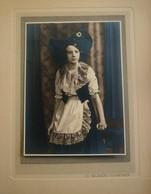 Wondermooie Oude Foto  In Kaftje    Door Fotograaf G .  BILANDE ---- FLORENNES - Florennes