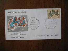 FDC  Enveloppe  Niger Niamey   1975  Les Eprouvés  Lutte Contre La Sécheresse   à Voir - Niger (1960-...)