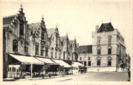 BELGIQUE - FLANDRE OCCIDENTALE - VEURNE - FURNE - Grand' Place - Coté Nord Et Maison Espagnole - Grote Markt .... - Veurne