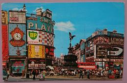 LONDON UK - PICCADILLY CIRCUS - Gordon Gin, BP Petrol, Guinness Beer, Air India, Skol Lager Beer, Bus,   Vg - Piccadilly Circus
