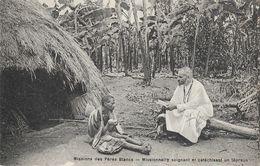 Missions Des Pères Blancs - Inde, Indes: Missionnaire Soignant Et Catéchisant Un Lépreux - Missions