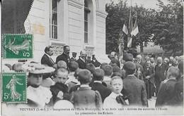 VOUVRAY (L.etL.) Inauguration De L'Ecole Municipale Le 26 Août  1908 Arrivée Des Autorités Et Présentation Des Enfants - Vouvray