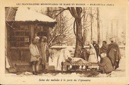 Franciscaines Missionnaires De Marie En Mission - Baramulla (Indes) - Soins Des Malades à La Porte Du Dispensaire - Missionen