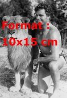 Reproduction D'une Photographie Ancienne De Buster Crabbe Tarzan En Compagnie D'un Lion En 1933 - Reproductions