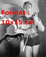 Reproduction D'une Photographie Ancienne De Buster Crabbe Jouant Le Rôle De Flash Gordon En 1936 - Reproductions