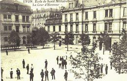 Carte Postale Ancienne De LYON  - Ecole De  Santé Militaire - Altri