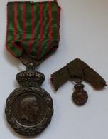 Médaille De Saint Hélène Et Sa Rare Réducition Portée En Boutonnière Par Les Vétérans Des Guerres De 1er Empire - Medailles & Militaire Decoraties