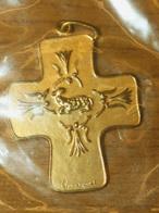 """Belle Croix Pendentif Médaille Religieuse Bronze Doré Poinçon Monnaie De Paris """"Agneau Pascal Et Anges"""" Religious Medal - Religión & Esoterismo"""