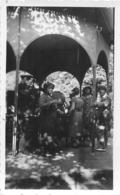 VIC SUR CERE PHOTO ORIGINALE 1932  KIOSQUE D'EAU  11 X 7 CM - Orte