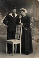 Photo Originale Portrait D'un Jeune Couple Breton, Homme Costume De Marin & Pompon Et Femme à La Coiffe, Folklore - Personnes Anonymes