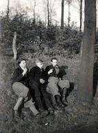 Photo Originale Portrait De 3 Copains Fumant Une Bonne Pipe Sur Un Talus En 1935 - Willy Holffee à Garten Rombergpark - Personnes Identifiées
