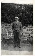 Carte Photo Originale Portrait De G. Huet En 1938 - Mode C.C.C. Costard, Cravate & Casquette D'avant Guerre - Personnes Identifiées
