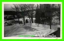 LAC GUINDON, QUEBEC - VUE DES CHALETS EN HIVER , STE ANNE DES LACS - CIRCULÉE EN 1951 - PHOTO, BERNARD J, BOGUE - - Quebec