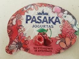 Lithuania Litauen Yougurt With Cherries And Raspberries - Opercules De Lait