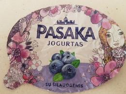 Lithuania Litauen Yougurt With Blueberries - Opercules De Lait