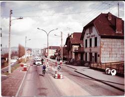 LONGLAVILLE (M&M)  LA FRONTIERE - LES DOUANES FRANCAISES Photo Originale Unique 20/4/1967   LUSSIEZ /COMBIER CIM àMACON - Places