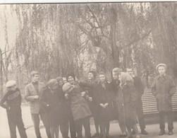 UKRAINE. #1582 A PHOTO. STUDENTS, WALK IN THE PARK. YOUTH. *** - Proyectores De Cine