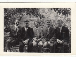 UKRAINE. #1588  A PHOTO. MEN TALK IN THE GARDEN. *** - Proyectores De Cine