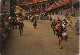 Siena: Il Palio, Comparsa Di Una Contrada. Viaggiata 1962 Con Annullo A Targhetta Applicate I Francobolli In Alto A Dest - Siena