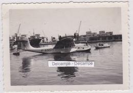 AVIATION BATEAU Années 1930 - Hydravion  F ANQH  AIR FRANCE Devant Les Entrepôts De La Compagnie CH. SCHIAFFINO - Fotos