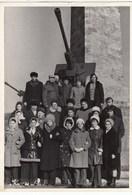 """UKRAINE. #1612   A PHOTO. """" CRIMEA. KERCH. GROUP OF RESTING AT MONUMENT. *** - Proiettori Cinematografiche"""