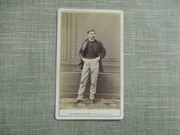 CDV PHOTO HOMME MOUSTACHE COSTUME  PHOTO MULNIER 75 PARIS - Oud (voor 1900)