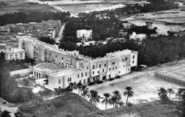 BISKRA (Aurès) - Vue Aérienne Sur L'Hôtel Transat, Ses Jardins Et Ses Courts De Tennis - Biskra