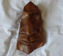 SCULPTURE  PROVENANT DE TIAHUANACO. VI  IXe S.  INDIQUE SUR L ETIQUETTE PEROU ,LA CITE ETANT EN BOLIVIE. 19 CMS. 115 G - Wood