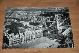 8850-    BRUGGE  BRUGES, HALLETOREN EN GROTE MARKT - Brugge