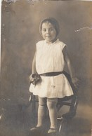UKRAINE. #1627 A PHOTO. GIRL IN THE CHAIR IN A LACE DRESS. *** - Projecteurs De Films