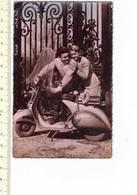 50374 - COUPLE AVEC VESPA - KOPPEN MET VESPA - Motorfietsen