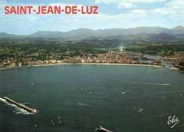 SAINT JEAN DE LUZ  Vue Aérienne La Grande Plage Avec L' Entrée Du Port ,au Centre ,le Casino Colorisée - Saint Jean De Luz