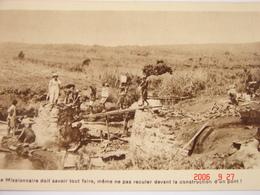 C.P.A.- Afrique - Cameroun - Missions Prêtres Sacré Coeur - Construction D'un Pont - 1950 - SUP (BD65) - Cameroun