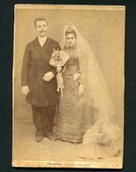 NOIVOS. Photographo Amador TORRES NOVAS 1892. WEDDING COUPLE Bride Veil - Old Cabinet Photo (Santarem) PORTUGAL - Photos