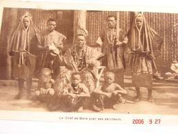 C.P.A.- Afrique - Cameroun - Missions Prêtres Sacré Coeur - Chef De Bana Et Ses Serviteurs - 1950 - SUP (BD67) - Cameroun