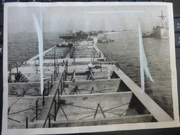 WW2 Originale Photo Omaha PORT Mulberry 1944 Dday Ponton Debarquement CONSTRUCTION Préfabriquée Liberty Ship Phoenix Dca - Guerre, Militaire