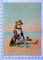CHROMO LITHOGRAPHIE GRAND FORMAT......PETITE FILLE A LA PLAGE...PUB / A LA BELLE JARDINIÈRE - Vieux Papiers