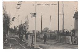 13.483/ LE PIN - Le Passage à Niveau - France