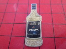 1218c PIN'S PINS / Rare Et De Belle Qualité / THEME BOISSONS : BOUTEILLE DE VODKA FINLANDIA - Beverages