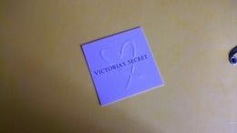 Carte Parfumée Victoria's Secret Blanche - Modernes (à Partir De 1961)