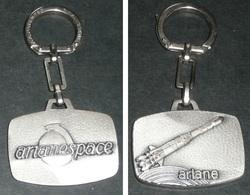 Rare Porte-clés En Métal, ARIANESPACE, Fusée Lanceur Ariane - Porte-clefs