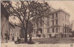 C.P.A. -  VENCE - PLACE DE LA MAIRIE ET HOTEL DE VILLE - 1339 - N. D.-  ANIMÉE - Vence
