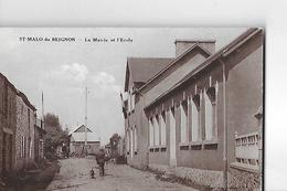 SAINT MALO DE BEIGNON  LA MAIRIE  ET L ECOLE   GROS PLAN HOMME ET CHIEN      DEPT 56 - France